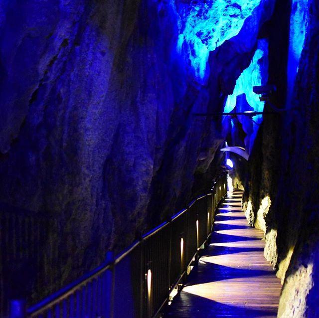 龍泉洞通路