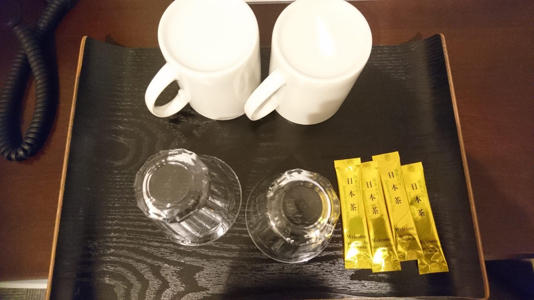 コップとお茶